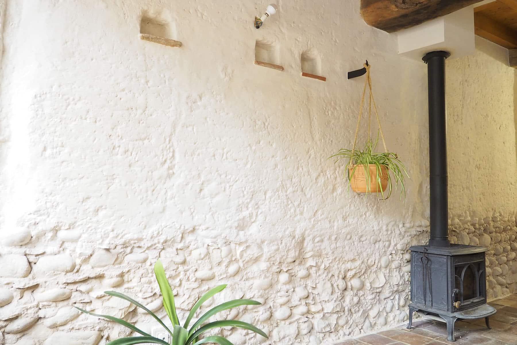Une façade intérieure recouverte de chaux écologique