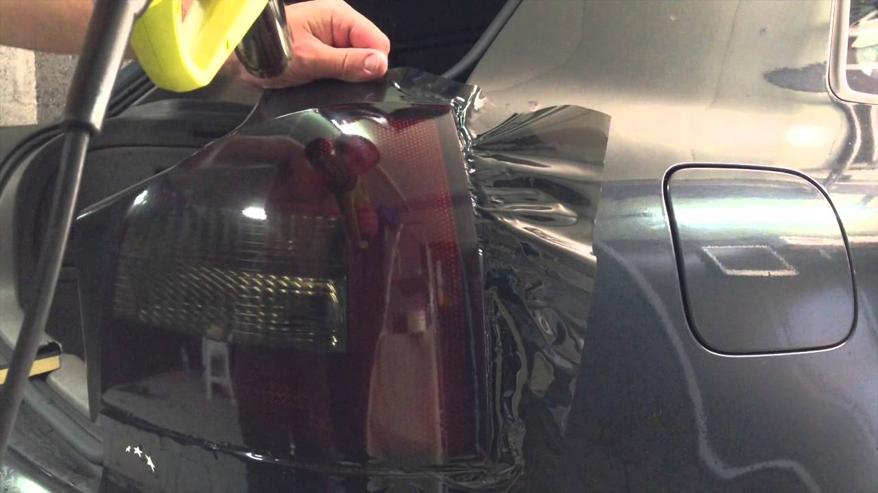 Pose de film solaire sur voiture