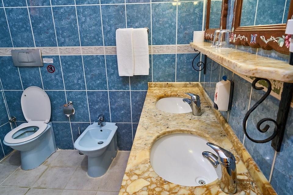 Revêtement de sol pour salle de bains : pourquoi choisir le marbre?
